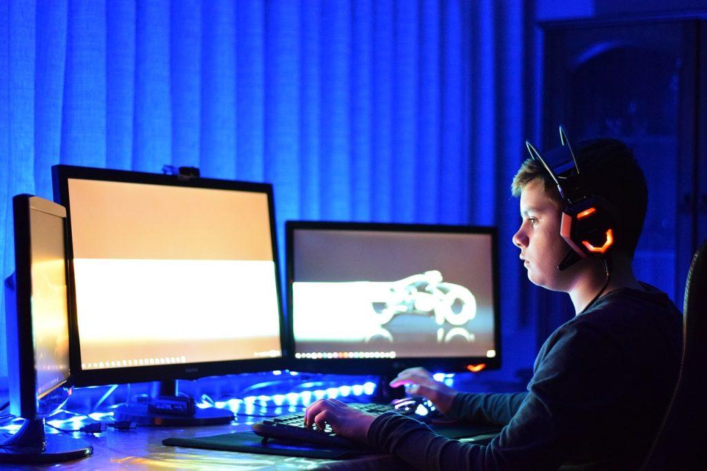 Online, Gaming